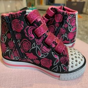 Sneakers for toddler girl so 6